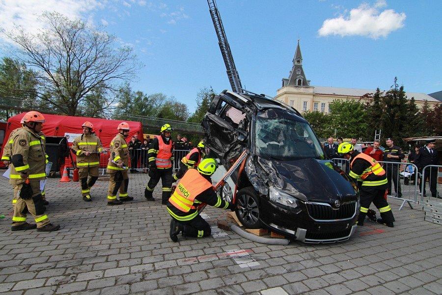 Vítězem Krajské soutěže ve vyprošťování u dopravních nehod, která se konala ve čtvrtek 26. dubna v Nymburku, jsou opět hasiči z hořovické stanice územního odboru Beroun.
