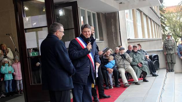 Starosta partnerského města Vertou Rodolphe Amailland se v říjnu zúčastnil jednoho z vrcholů oslav 100 let výročí od vzniku republiky v Poděbradech.