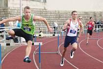VYRAZÍ NA EVROPU. Mladý nymburský atlet Vít Müller (v bílém) splnil limit pro mistrovství Evropy v Amsterodamu