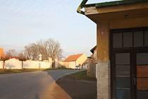Poznáte ulici v obci blízko Nymburka?