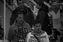 Tři zloději, kteří kradli v Tescu. Znáte je?