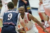 Z  basketbalového utkání Nymburk - Prostějov 88:79.