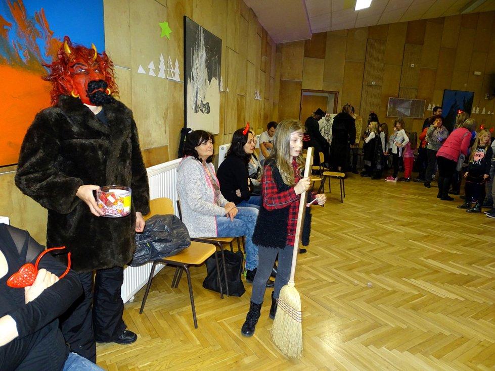 Plno čertů bylo k vidění v Domě dětí a mládeže Symfonie v Poděbradech.