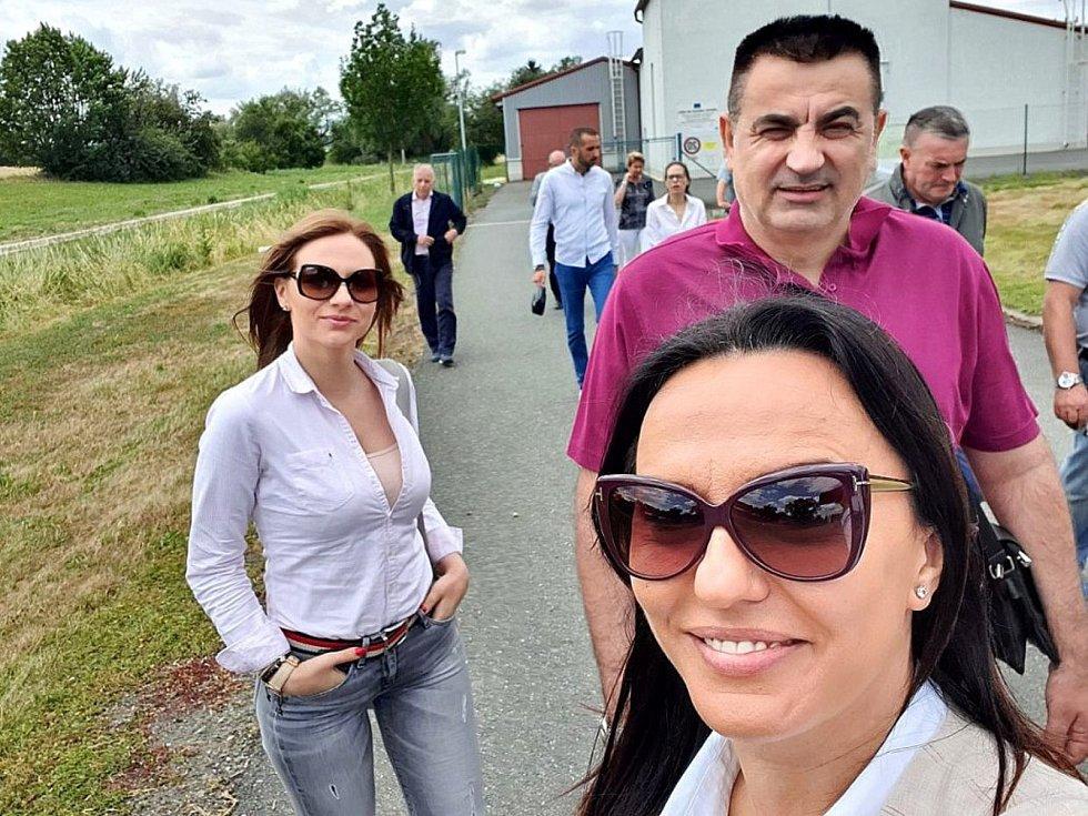 Z návštěvy čtyř bosenských starostů v Kněžicích.