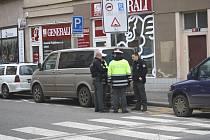 Ve středu kolem jedenácté dopoledne srazil řidič chodkyni na Palackého třídě v Nymburce.