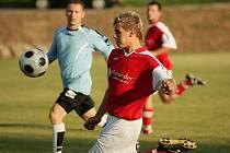 Z okresního fotbalového derby I.B třídy Poříčany - Polaban Nymburk B (3:2)