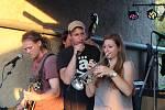 Undergroundový festival s názvem Aby radost nezmizela se konal ve Velelibech.