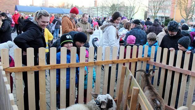 Na sídlišti se sešli místní na jarmarku před Základní školou Letců R.A.F.