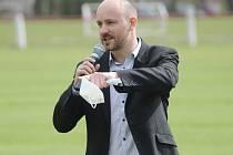 Neuspěl. Jedním z kandidátů na post předsedy okresního fotbalového svazu v Nymburce byl Tomáš Koníček. Dostal ale méně hlasů než jeho soupeř Karel Nehasil