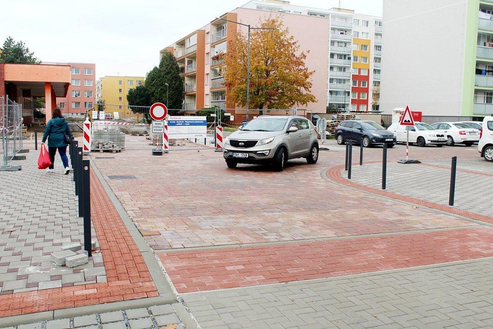 Jankovice v loňském roce během první etapy revitalizace a krátce po ní.