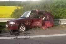 U obce Chotěšice se srazila dvě osobní auta.