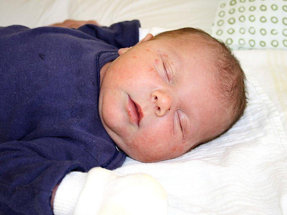 NA TOBIÁŠE SE PŘEDEM TĚŠILI. Rodiče Michaela  a Milan se na prvorozeného syna těšili až do pondělí 6. února 2012, kdy ho přivítali na světě ve 22.30 hodin. Tobiáš Mejzr se narodil s mírami 53 cm a 4 020 g. Doma je s rodiči v Třebestovicích.