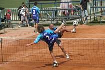 DALŠÍ SKALP získali extraligoví nohejbalisté čelákovického Spartaku, kteří na svých kurtech porazili poslední tým tabulky, celek Zruč-Senec 6:3. V tabulce jim patří čtvrté místo