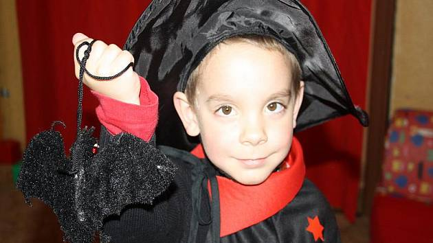 Malí školáčci si užili Čarodějného řádění v nymburské mateřince Sluníčko