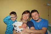 PÉŤA Z NYMBURKA. PETRA BAČÍKOVÁ se narodila 14. prosince 2016 v 19.25 hodin s mírami 3 700 g a 50 cm. Má rodiče Michaelu a Jaroslava a brášku Járu (5). Ten chtěl bratra, ale ségru bere taky.