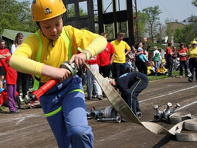 Na hřišti Hasičského záchranného sboru Nymburk  se sjeli ti  nejmenší – mladí hasiči z celého okresu Nymburk, aby zahájili jarní část celorepublikové soutěže s okresní působností – Plamen 2011.