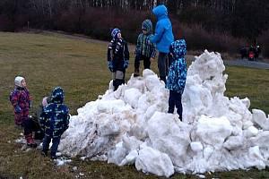 Lidé z Dobšic a okolí znovu vystoupali na Holý vrch.
