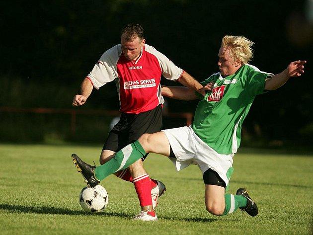 Z fotbalového utkání okresního přeboru Libice - Kostelní Lhota (3:0)