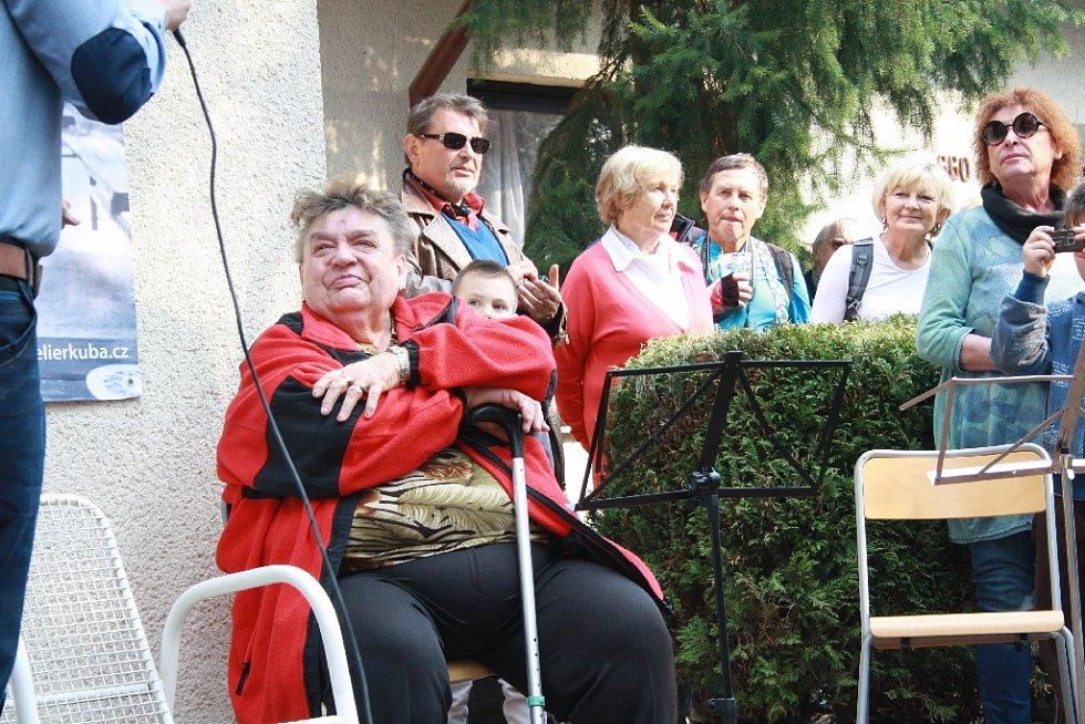 V Kersku pokřtil Bronislav Kuba svou novou knihu o Slavnostech sněženek.
