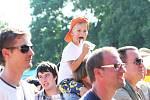 SLADKÉ dobroty se v pivovaru také vychutnávaly spolu s hudbou. A i ti nejmenší viděli na pódium. Dokonce se díky moderátorce Heidi našla ztracená holčička ve fialovém kloboučku. Tatínkovi ji donesli až na pódium.