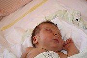 ADÁMEK Z HORNÍCH JELČAN. ADAM NOUZÁK přišel na svět 15. září 2017 v 7.54 hodin. První miminko maminky Kláry a táty Honzy vážilo 3 420 g a měřilo 47 cm. Ti věděli předem, že je navštíví čáp.