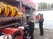Středočeští profesionální hasiči převzali pět nových cisteren na podvozku SCANIA.