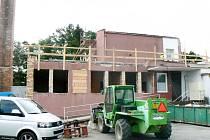 Opravovaná budova, ve které bude sídlit ředitelství nemocnice.