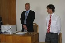Otakar Bureš (vpravo) při vynesení rozsudku