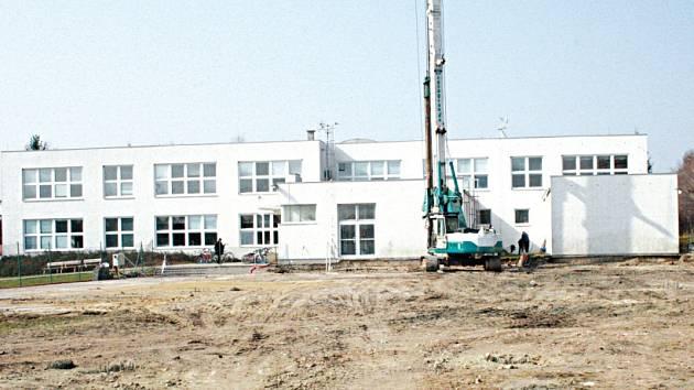 Místo, kde bude stát nová sportovní hala v Kounicích.