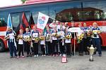 Návrat olympijských vítězek z hasičské olympiády v Polsku do Pískové Lhoty.