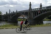Uzavírka kamenného mostu přes Labe bude pravděpodobně platná od soboty 8. září.