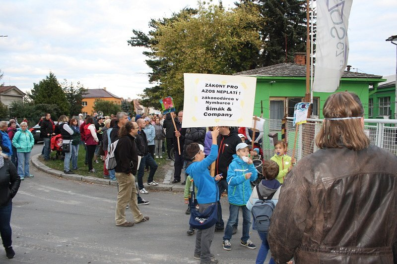 Demonstrace proti AZOSu v Nymburce.