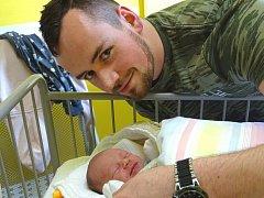 MATĚJ Novotný se narodil ve čtvrtek 14. prosince 2017 ve 12.40 hodin s mírami 46 cm a 2 650 g. Z prvorozeného se radují rodiče Lukáš a Lucie ze Sadské.