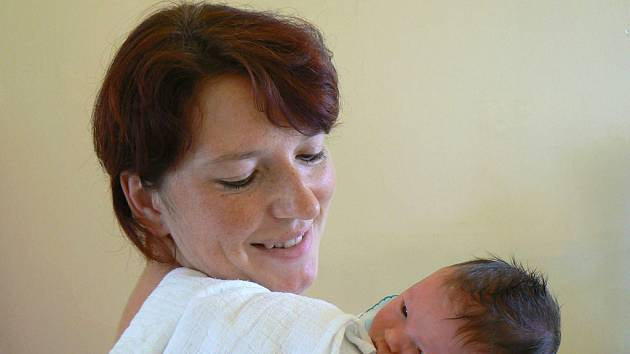 Eliška Procházková se mamince Lence  narodila v pondělí 7. července v 15.18 hodin. Očekávaná holčička měřila 46 centimetrů a vážila 3080 gramů. Tatínek Zdeněk se na obě těší doma v Pístech.