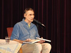 Ornitolog a spisovatel četl úryvky ze svých knih.