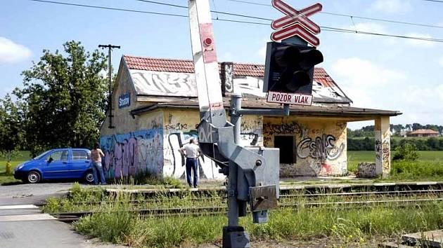 Vandal ve Stratově uřezal závory a zničil signalizaci.