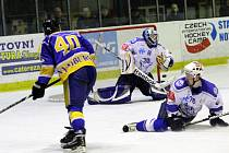 Ze čtvrtého utkání prvního kola play off druhé ligy Nymburk - Kolín (10:1)