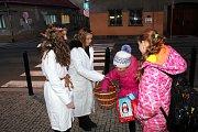 Před nymburskými školami se to ve čtvrtek 13. prosince ráno hemžilo anděly.