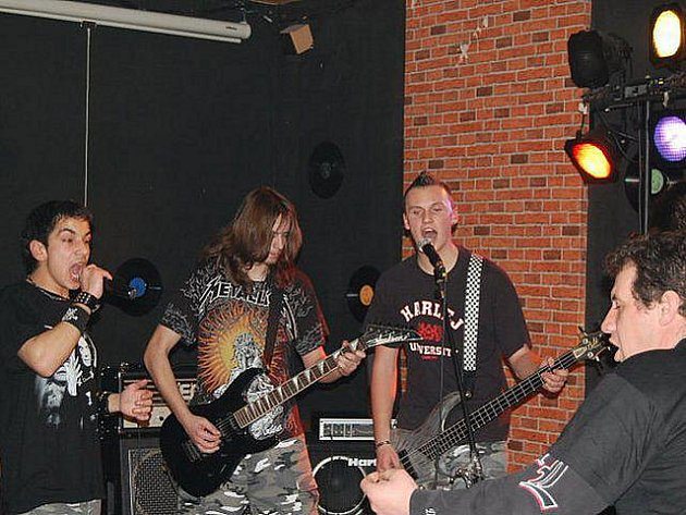 Jedna z kapel v kněžickém klubu U Pekaře.