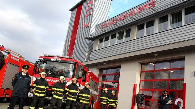 Milovičtí hasiči mají novou stanici. S kurtem i lezeckou stěnou