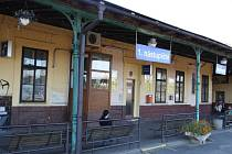 Rekonstrukce nádraží v Nymburce vypadá bledě