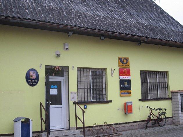 Koncem minulého roku se vznášela nad obcí Dymokury hrozba v podobě uzavření pobočky České pošty. Teď je jisté, že o svoji poštu Dymokury nepřijdou. K odvrácení hrozby napomohl i Nymburský deník.