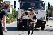 MAKAČKA. Strongman Martin Fabián v akci.