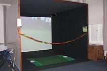 Golfisté z Poděbrad slavnostně otevřeli v sobotu simulátor. Přestože je neuvěřitelné počasí, při kterém se ještě nyní dá hrát venku.
