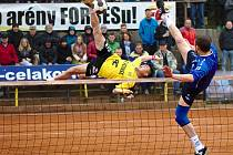 Nohejbalisté Čelákovic vyhráli na svých kurtech nad Čakovicemi 6:4.