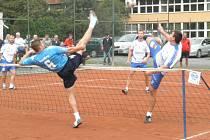 JASNÁ PORÁŽKA. Nohejbalisté Čelákovic nestačili v prvním utkání na celek Modřic a jednoznačně prohráli