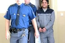 Tento muž se pokusil znásilnit trafikantku v Lysé nad Labem. Dostal 7 let.