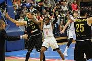 Z basketbalového utkání Ligy mistrů Nymburk - Oostende (86:72)
