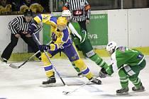 Ze zápasu druhé hokejové ligy Nymburk - Trutnov (4:3 pp)