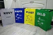 Město rozdává tašky na tříděný odpad.